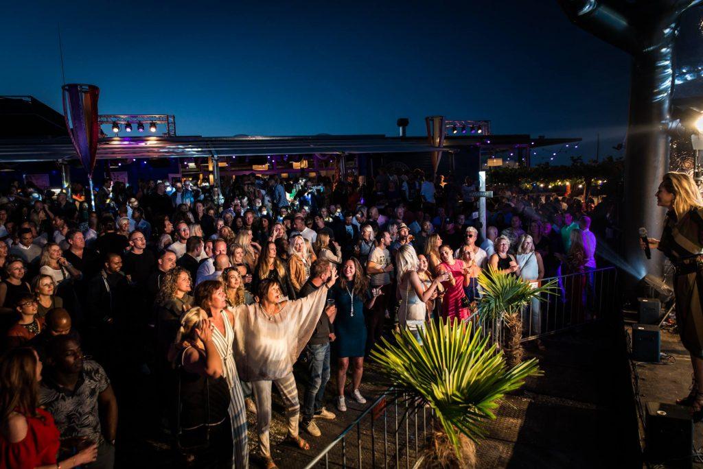 Colorful Ibiza '18 BeachClub Kaap Hoorn - Fotografie door StappenGroningen.nl